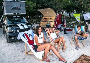 mini bmw camping